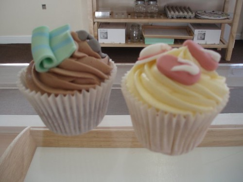 Cirencester Cupcakes - Sunglasses & Beach Towel and Flip Flops & Sun Hat Cupcakes
