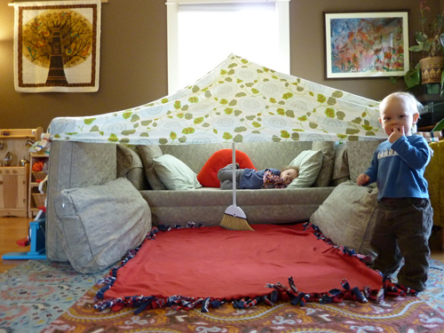 Couch-Cushion-Fort-06