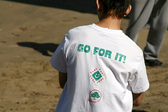 Go for it! (Peter Denton) Tags: city uk boy england london youth eu tshirt lettering rearview slogan sutton junge backview ragazzo positivethinking garcon londonist goforit backsight canoneos400d peterdenton takeparttakepride