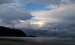 Nubes borrascosas (Gonzak) Tags: ocean blue sunset beach rio brasil riodejaneiro atardecer mar ubatuba playa olympus cielo nubes tormenta morro gettyimages 2010 cumbres e500 gonzak borrascosas landscapesdreams useta