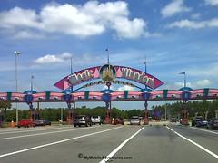 05152010653-WDW-MK-pearly-gates