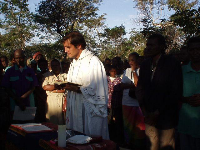 Resultado de imagen de sacerdote misionero