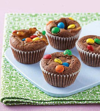 candy-bar-brownie-muffins