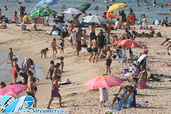 IMG_4096 (Streamer -  ) Tags: old girls people sun boys sport festival israel football sand soccer teen bikini volleyball maccabiah  teenage streamer   matkot    ashkelon