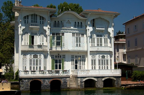 Luxurious Water Front House