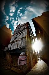 Zgz Street Art (RominikaH) Tags: street blue sky sun art sol azul clouds atardecer calle arte photos sunny fisheye zaragoza cielo nubes aragon urbano 8mm rayos peleng ojodepez zgz rominikah 5ºasalto