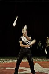 Balls, rings, etc - 7 (walterfrankvoort) Tags: circus nederland zuidholland jongleur bodegraven jongleren circussen circusfotografie 24oktober2010 circussolero jonglerenmetballen zoonvanmaeck jonglerenmetbalenknotsen renzkoellner
