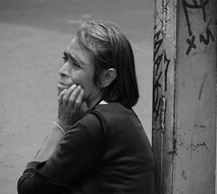 Del diario (Alejandro8a) Tags: bw bn blancoynegro monocromático monochromatic noir street robado retrato gente pensando thinking blackandwhite gris gray