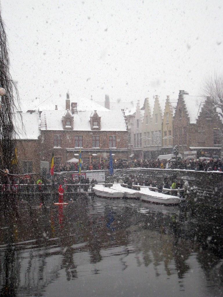 Père Noël sur le canal de Bruges