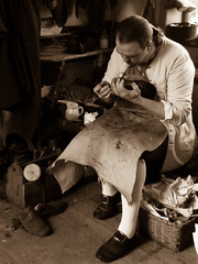 The Shoemaker (cbushie) Tags: colonial williamsburg shoemaker decades pca91