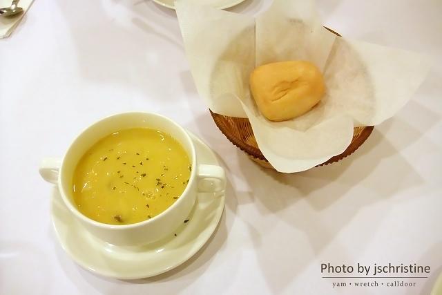今日濃湯與餐前麵包