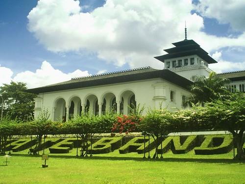 Golden Flower Hotel Bandung Sightseeing Package