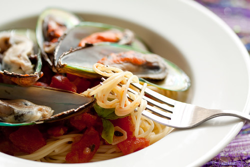 Steamed Mussels with Spaghetti
