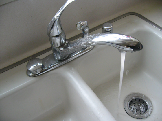 broken-old-kitchen-sink-faucet
