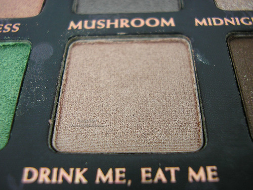 Urban Decay Alice In Wonderland Palette - Drink Me, Eat Me