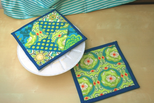 Modify Tradition: Potholder Tutorial : how to make a quilted potholder - Adamdwight.com