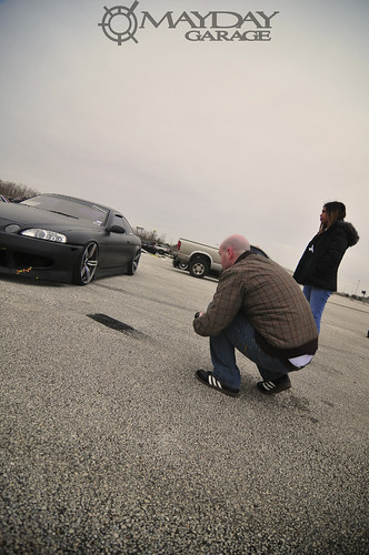 An onlooker takes a photo of Garys wheel fitment