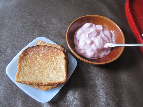 Toasts and yogourt