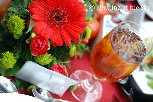 lunch by chatting at the sky.
