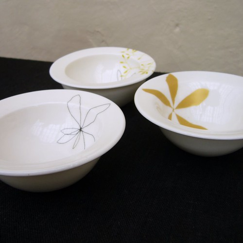 bowls with wide rims by karin eriksson.