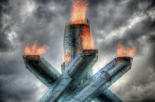 フリー画像| 人工風景| オブジェ| バンクーバー オリンピック| 聖火台| 火/炎| HDR画像| カナダ風景|    フリー素材|