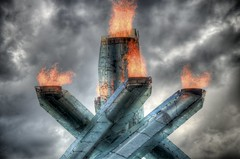 [フリー画像] [人工風景] [オブジェ] [バンクーバー オリンピック] [聖火台] [火/炎] [HDR画像] [カナダ風景]    [フリー素材]