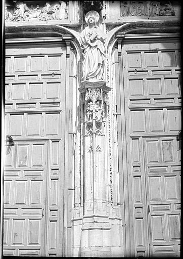 Portada de la Catedral en 1907. Fotografía de Roy Lucien. Société Française d'Archéologie et Ministère de la Culture (France), Médiathèque de l'architecture et du patrimoine (archives photographiques) diffusion RMN