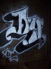 Dy (andy_wallwhore) Tags: art grafiti trains tags spraypaint outline burner wildstyle freights throwie benching