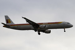 EC-IIG - 1554 - Iberia - Airbus A321-211 - Heathrow - 080318 - Steven Gray - IMG_0907