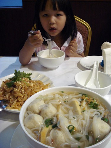 Kum Den fish ball noodles