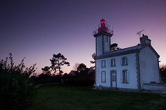 Sainte Marine au grand angle (BreizHorizons) Tags: mer lighthouse pin bretagne britanny phare finistre balise bigouden saintemarine combrit maisonphare pharedenuit phareallum