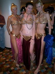 DragonCon-slave-leia (20) (Three Muses Clothing) Tags: cosplay princessleia dragoncon slaveleia dragoncon2006 dragoncon06 candykeane dragonconslaveleia