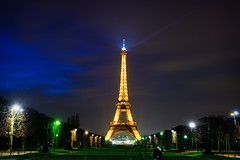 La Tour Eiffel (Franzli) Tags: paris france night lights tour eiffel toureiffel canonef1740mmf4lusm canoneos5dmarkii 20100315weekly