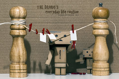 The Danbo's everyday life routine (Michele Cannone) Tags: red badge rosso peg everydaylife routine danbo vitaquotidiana danboard