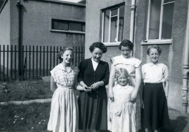 Frances, Mary and Nan Scott, Balcombie Street, Ruchazie 1956
