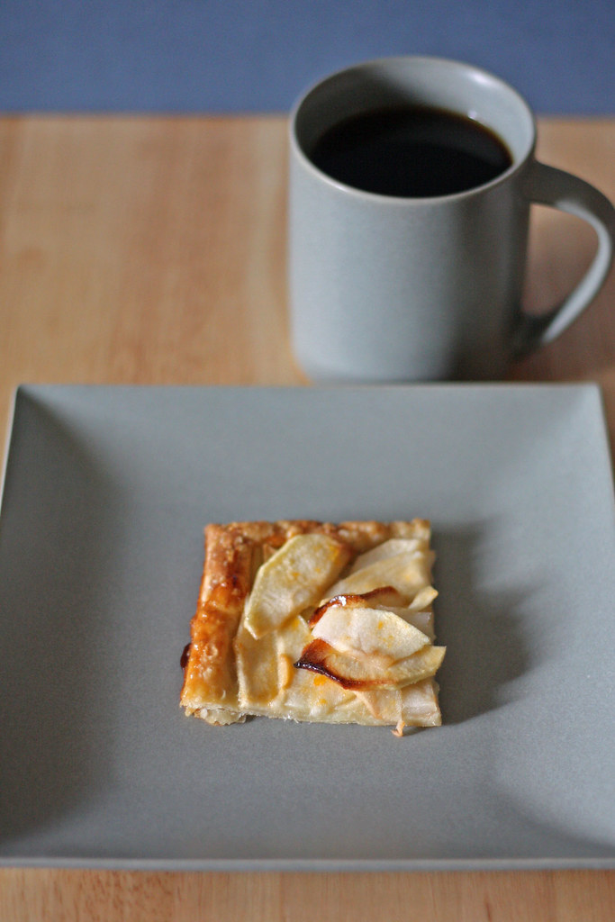 apple tart with coffee