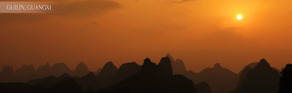 等待疊嶺層巒的日落