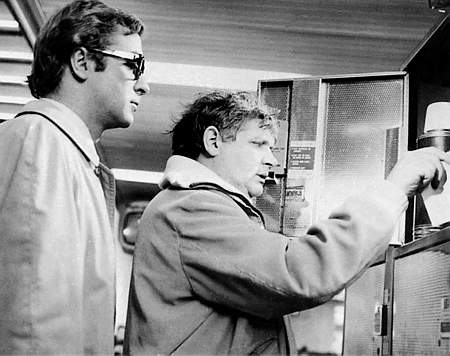 Ken Russell y Michael Caine durante el rodaje de Billion-Dollar Brain en 1967