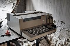 Teleprinter RFT F2000 (jrej www.gregoirec.com) Tags: berlin abandoned pentax iraq embassy ddr dri irak urbex botschaft rft k7 f2000 fernschreiber irakische teleprinter smcpda1650mmf28edalifsdm