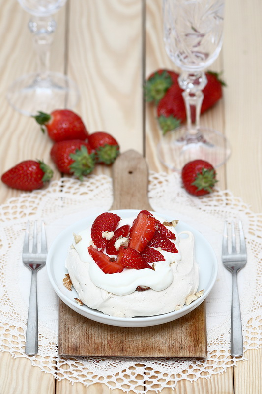 Strawberry & hazelnut mini pavlova
