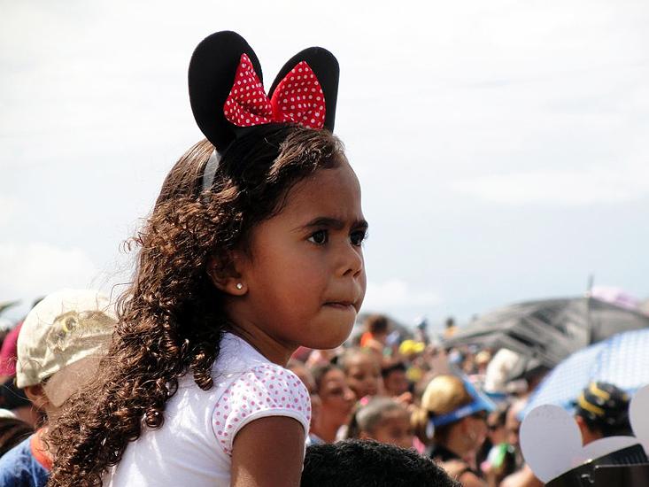 soteropoli.com fotos de salvador bahia brasil brazil parada walt disney 2010 mickey donald pluto nemo pooh toy story by Eduardo_Sorensen