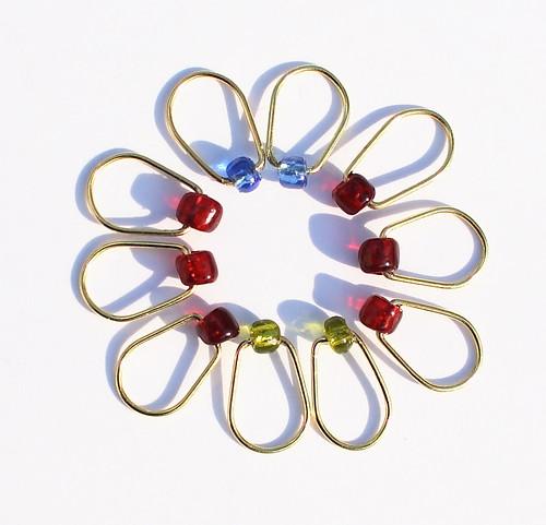 Nr. 39 - Glassperler, 10 stk. - 6 røde, 2 grønne, 2 blå, 6,5mm, sølv, oval     IMG_0891 (2)
