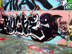 Ruche One (El Funky Taladro) Tags: santa county b orange happy one graffiti shark ana los lab day angeles more graff mck ruche knd mewt vergitas