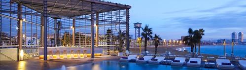 WET®: donde la playa se confunde con el Hotel W Barcelona