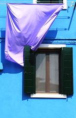 IMG_3354 i colori di burano (Gioia73) Tags: window violet finestra azzurro burano lightblue persiane lenzuolo bedlinnen