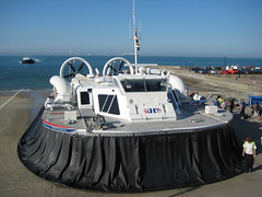 BHT 130 Passenger Hovercraft At Rest (Pete Woodhead) Tags: uk sea plane canon transport spray isleofwight solent vehicle passenger amphibious isleofwhite hovercraft ryde bht130 hovertravel ixus75 api88100s