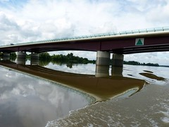 Les dessous du pont ! (marycesyl,) Tags: dordogne garonne ponts refletsdefrance