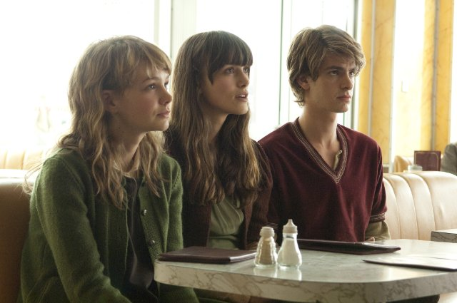 (L-R) Carey Mulligan, Keira Knightley, and Andrew Garfield are a subtle alternate-universe love triangle in 'Never Let Me Go'.