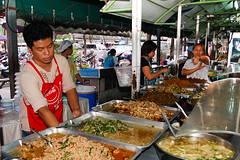 Fast Food (MadGrin) Tags: food thailand jj market bangkok alimento pappa mercato thailandia cibo cucina vitto jatujak chatuchak mangiare กรุงเทพฯ krungthepmahanakhon krungthep alimentazione จตุจักร commestibile กรุงเทพมหานคร vettovaglie cibarie cibaria geocity exif:iso_speed=200 exif:focal_length=18mm viveri totallythailand camera:make=nikoncorporation camera:model=nikond50 exif:make=nikoncorporation exif:lens=180550mmf3556 geostate geocountrys exif:model=nikond50 exif:aperture=ƒ56 fieldmarshalplaekphibulsongkram