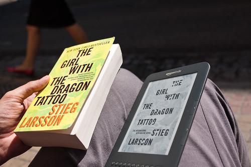 Un libro y un ebook